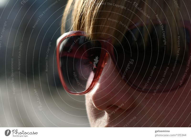 also Penneys Mensch Jugendliche Gesicht feminin Haare & Frisuren Erwachsene elegant frei modern Coolness nah einfach natürlich Freundlichkeit Sonnenbrille Junge Frau