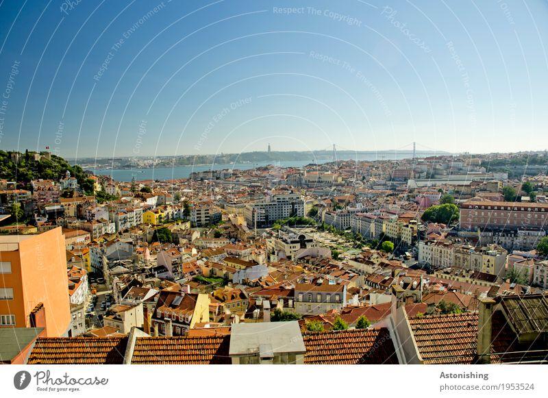 Blick auf Lissabon Himmel alt Pflanze blau Sommer Stadt rot Haus Fenster Gebäude Fassade hell Horizont Park Wetter Luft