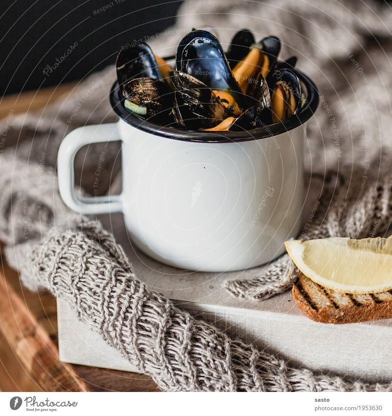 Muschelzeit Meeresfrüchte Mittagessen Abendessen Slowfood Tasse authentisch frisch lecker braun gelb grau orange schwarz Zufriedenheit Lebensfreude Freude
