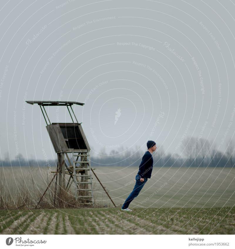 Mann steht schräg auf Feld Landwirtschaft Forstwirtschaft Mensch maskulin Erwachsene Leben Körper 1 45-60 Jahre Umwelt Natur Landschaft Erde Winter Pflanze