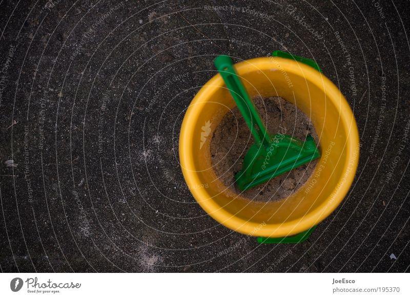 neulich im hof... Freizeit & Hobby Spielen Kinderspiel Häusliches Leben Garten Kindererziehung Kindergarten Schaufel gut schön gelb grün schwarz Freude