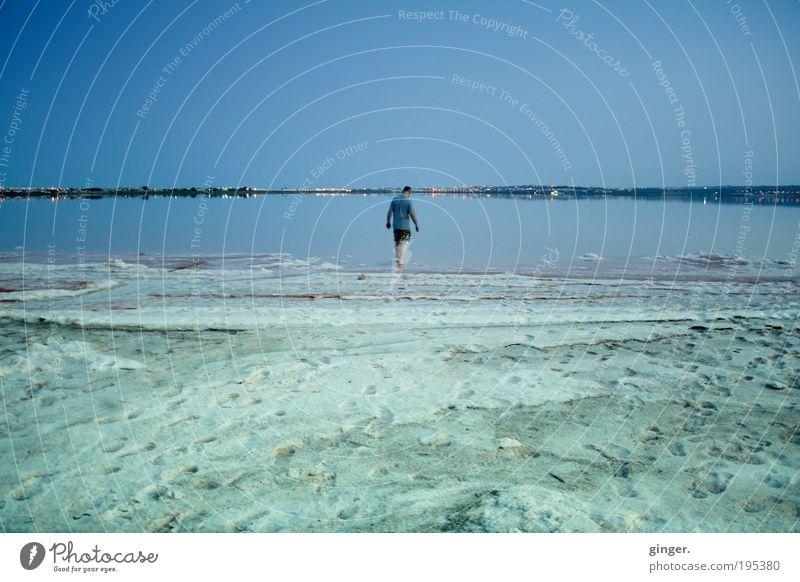 Laguna rosa Mensch Mann blau Ferien & Urlaub & Reisen Sommer Erwachsene Ferne Leben gehen maskulin Sommerurlaub Fußspur Wohlgefühl Spanien Salz Lagune
