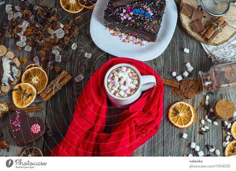 Tasse Schokolade trinken mit Marshmallows in roten Schal eingewickelt Lebensmittel Kuchen Dessert Süßwaren Kräuter & Gewürze Getränk Kakao Kaffee Teller Tisch