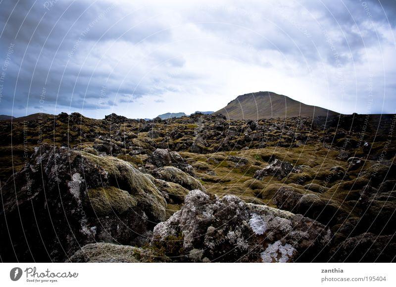 Lava Natur Landschaft Pflanze Erde Wolken Sommer Moos Hügel Felsen Berge u. Gebirge Vulkan alt eckig fest blau braun grau grün Klima stagnierend Vergangenheit