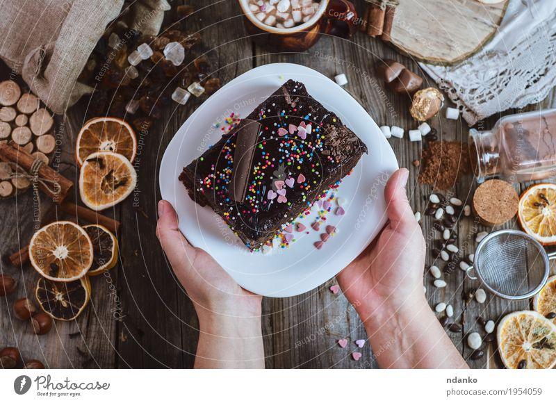 Mensch Frau Jugendliche weiß Hand 18-30 Jahre Erwachsene Essen Holz grau braun Dekoration & Verzierung Arme Tisch Getränk Kaffee