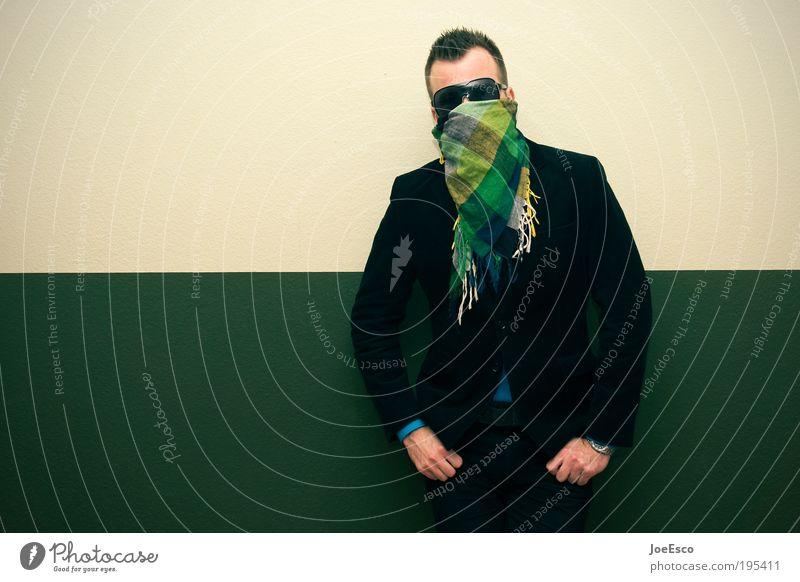 last man standing. Mensch Mann blau grün Erwachsene gelb Leben kalt Wand Stil Mauer Feste & Feiern maskulin modern Lifestyle Coolness