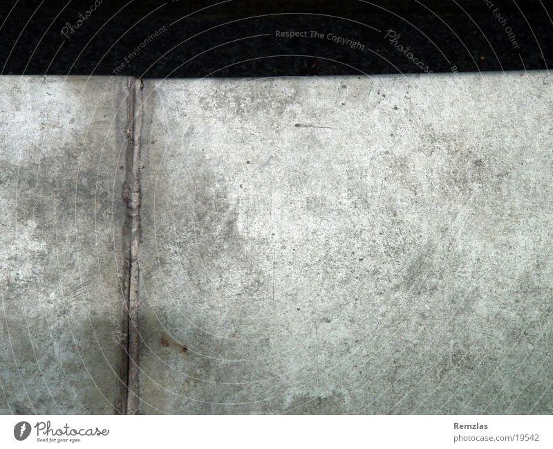 Melancholie in Blech Metall obskur Oberfläche Naht