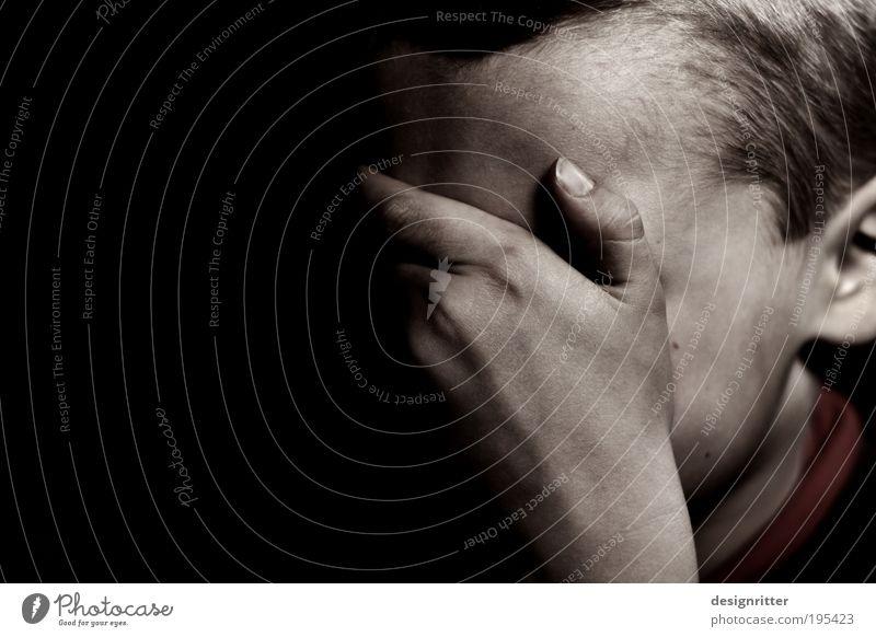 """""""Ich will zu meiner …"""" Mensch Hand Einsamkeit Gesicht dunkel Junge Traurigkeit Kindheit Trauer Sehnsucht Trennung Verzweiflung Sorge Krise Liebeskummer weinen"""