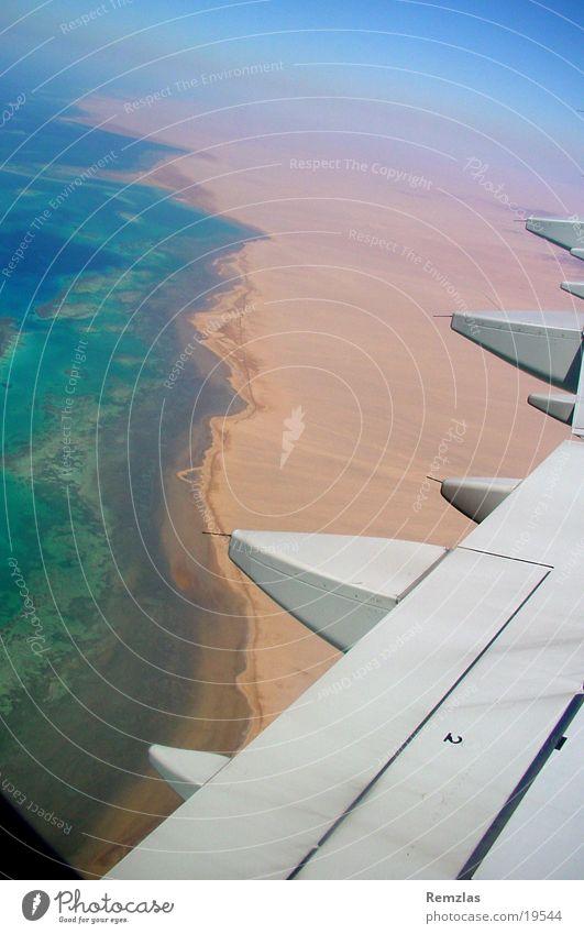 Küste von Sinai (2) Wasser Himmel Meer Strand Wolken Fenster Küste Flugzeug Luftverkehr Flügel Triebwerke Korallen