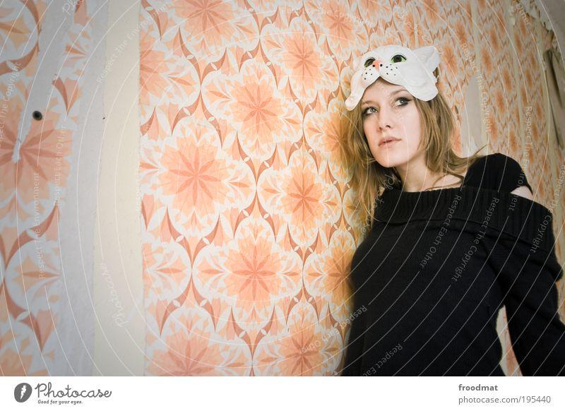 retro Tapete Mensch feminin Maske Blick außergewöhnlich authentisch schön rebellisch trashig trist Coolness ruhig träumen Zukunftsangst Schüchternheit Respekt