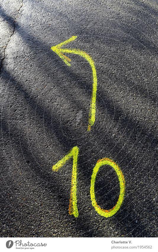 10 links Farbe schwarz Straße gelb Graffiti Design leuchten Kommunizieren einzigartig Hinweisschild einfach Zeichen Ziffern & Zahlen Richtung Asphalt Pfeil