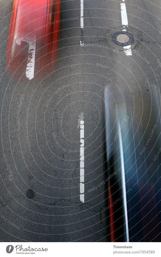 Sucht | Geschwindigkeit (3/3) Verkehr Straßenverkehr Autofahren Fahrzeug PKW Zeichen Schilder & Markierungen blau grau rot weiß Bewegungsunschärfe überholen