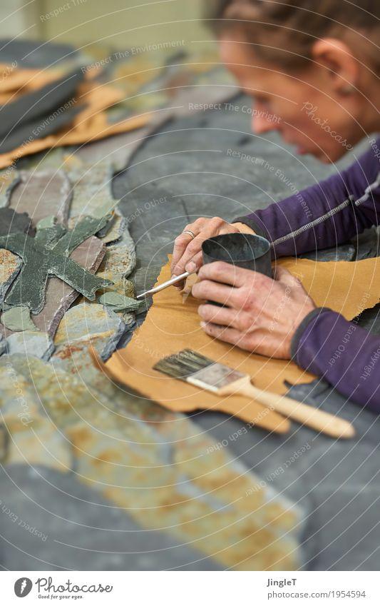 Fokus Beruf Handwerker Dachdecker Arbeitsplatz Baustelle Mittelstand Werkzeug feminin Junge Frau Jugendliche Erwachsene Kopf Gesicht 1 Mensch 18-30 Jahre