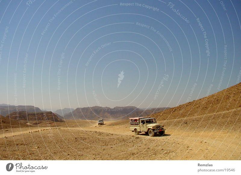 Jeep in der Wüste von Sinai (2) Himmel Ferne Freiheit Stein Sand Zufriedenheit Geländewagen