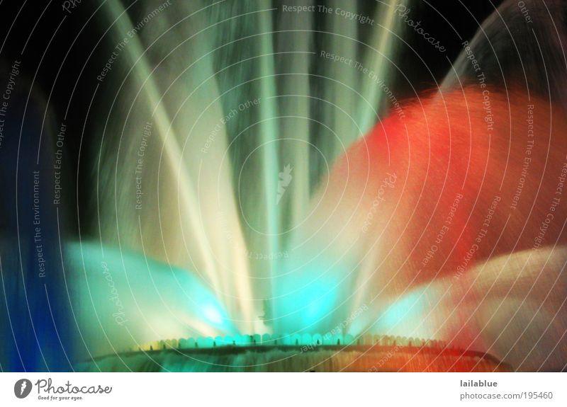 nasse farben Veranstaltung Springbrunnen Wasser Bewegung leuchten blau rot schwarz weiß Freude Farbfoto Außenaufnahme abstrakt Menschenleer Nacht Kunstlicht