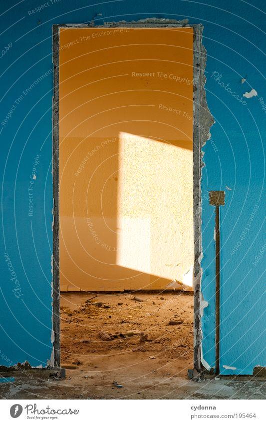 Es wird wärmer Einsamkeit Leben Wand Stil träumen Mauer Raum Tür Design Zeit Lifestyle Wandel & Veränderung Häusliches Leben Vergänglichkeit einzigartig