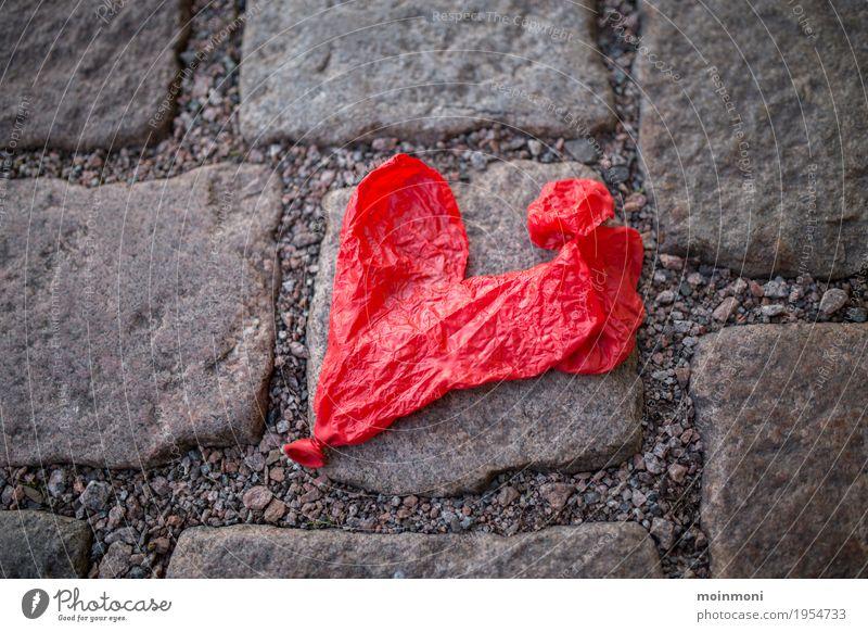 Alles ist vergänglich... Lifestyle Spielen Feste & Feiern Valentinstag Muttertag Hochzeit Geburtstag Party Straße Wege & Pfade Luftballon Stein Beton Trennung
