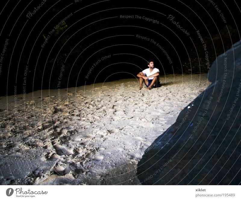 Mensch Natur Strand ruhig Erwachsene Erholung Sand Wärme Wellen Felsen warten natürlich maskulin liegen Abenteuer
