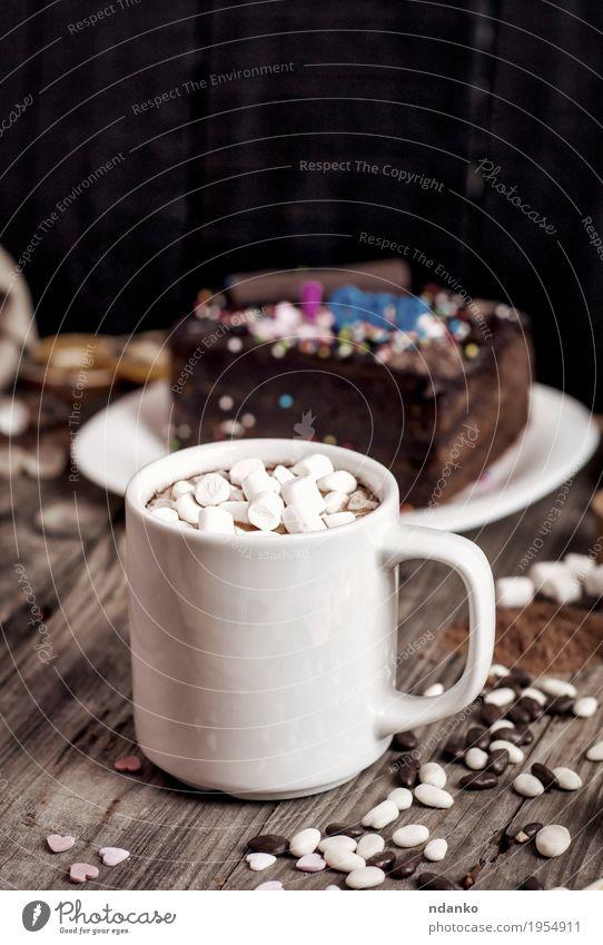 Weiße Tasse mit Marshmallows und einem Getränk Kuchen Dessert Süßwaren Schokolade Kräuter & Gewürze Heißgetränk Kakao Tisch Holz Essen heiß lecker natürlich