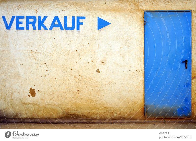Räumungs~ blau gelb Wand Mauer Architektur Gebäude Stein Metall Fassade dreckig Tür Schilder & Markierungen Erfolg Schriftzeichen Warmherzigkeit kaputt