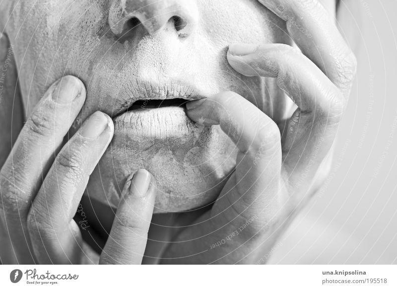 masking schön Körperpflege Kosmetik feminin Frau Erwachsene Haut Kopf Gesicht Nase Mund Lippen Hand Finger 1 Mensch 30-45 Jahre alt berühren Erholung Maske