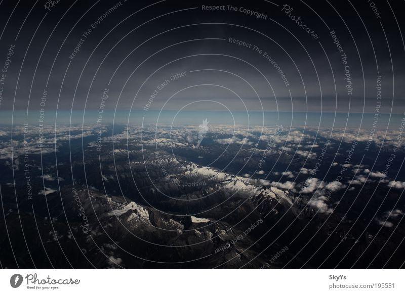 Zwischen Himmel und Alpen Natur Wolken Schnee Berge u. Gebirge Landschaft Luft Erde Umwelt Horizont Felsen Perspektive Klima Hügel