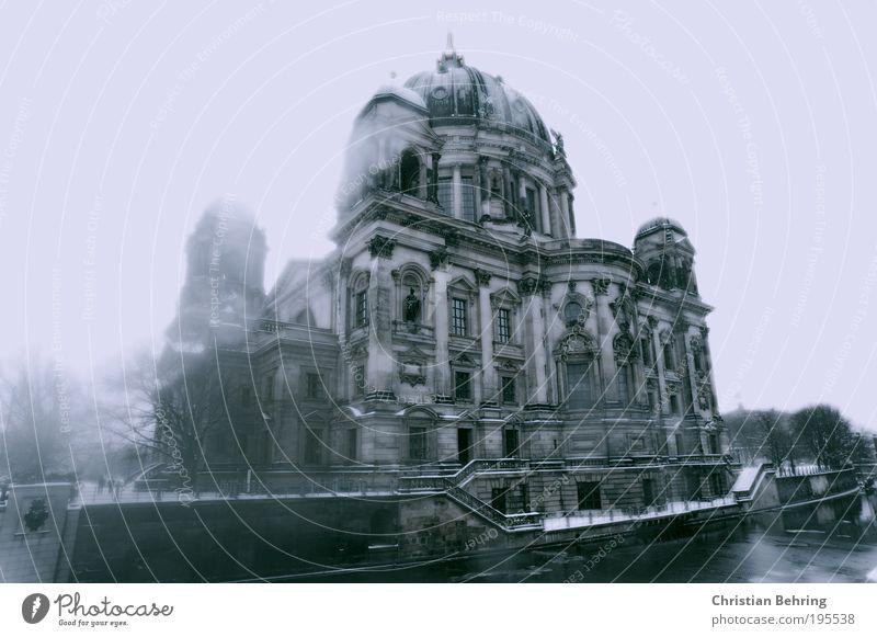 Berliner Dom im Winter blau weiß schwarz Haus kalt Fenster Architektur Gebäude Stimmung Fassade Treppe natürlich Tourismus ästhetisch Brücke Kirche