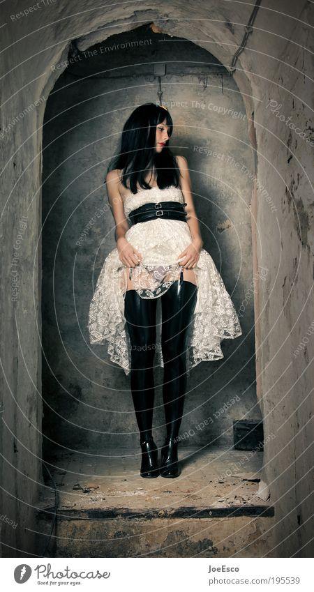 aufmerksamkeitslenkung Stil schön Wohnung Nachtleben Entertainment Flirten Feste & Feiern Mensch Frau Erwachsene Ruine Mauer Wand Treppe Mode Kleid Strümpfe