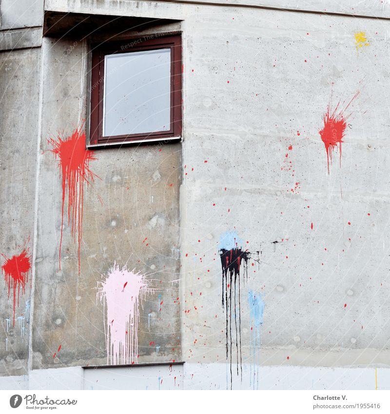 Daneben! Stadt Stadtzentrum Hochhaus Gebäude Mauer Wand Fenster Beton Holz Glas Zeichen Ornament Farbfleck Farbbeutel leuchten authentisch dreckig einfach