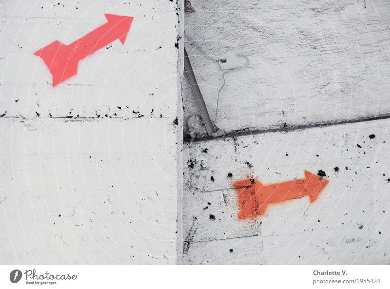 Hier lang! Mauer Wand Dekoration & Verzierung Beton Zeichen Schilder & Markierungen Linie Pfeil dreckig Spitze trashig orange rosa weiß Beginn doppelt gemoppelt