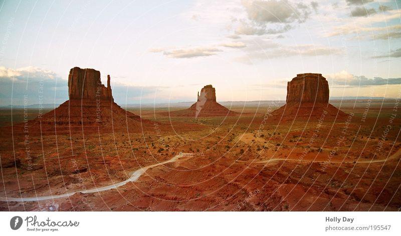 Monumentalteilchen Natur Sommer Wolken Einsamkeit Freiheit Berge u. Gebirge Landschaft Sand Wege & Pfade Wärme braun Erde Felsen USA Wüste Hügel