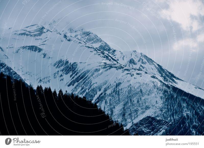 swiss mountain <3 Natur weiß Baum blau Winter Wolken dunkel kalt Schnee Berge u. Gebirge Landschaft Eis Stimmung Felsen hoch