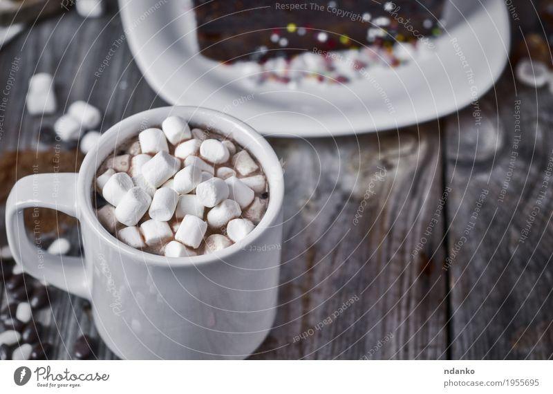 Tasse Schokolade mit Marshmallow Kuchen Dessert Süßwaren Getränk Heißgetränk Kakao Kaffee Becher Tisch Holz frisch heiß lecker natürlich oben retro braun grau