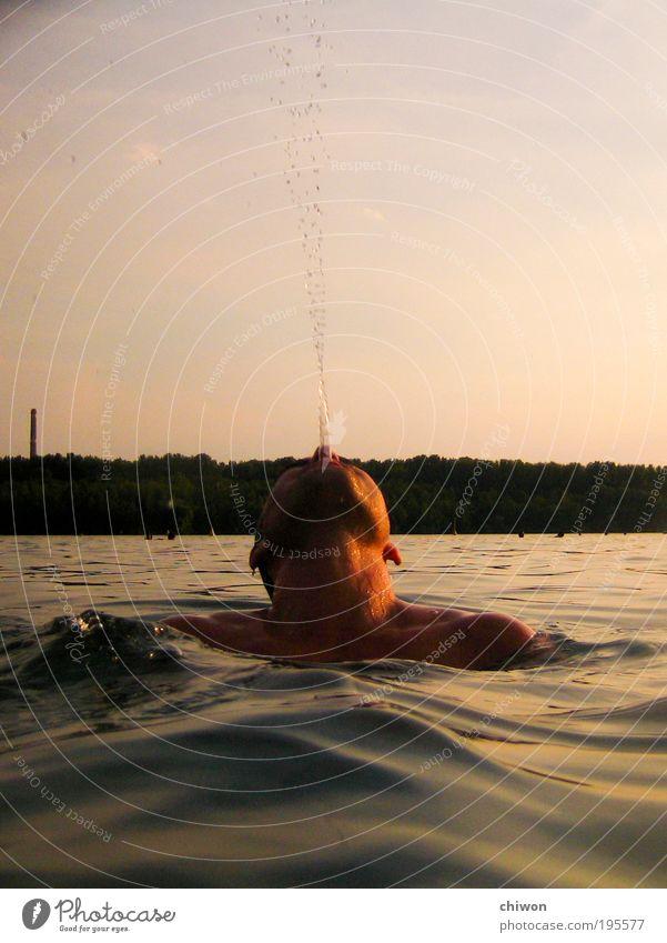spritz sprutz Mensch Jugendliche Wasser Meer Sommer Strand Kopf See Wellen Erwachsene maskulin Wassertropfen nass Tropfen