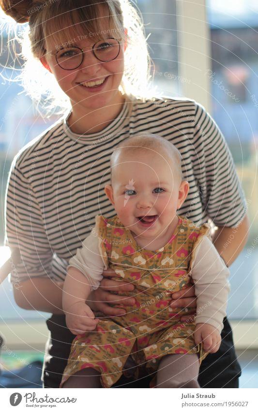Lieblingstante feminin Baby Kleinkind Mädchen Frau Erwachsene Familie & Verwandtschaft Leben 2 Mensch 0-12 Monate 18-30 Jahre Jugendliche Sonnenlicht