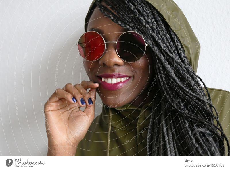 . Mensch Frau schön Erwachsene Leben feminin lachen außergewöhnlich Haare & Frisuren Zufriedenheit Kreativität Lächeln Fröhlichkeit Lebensfreude beobachten
