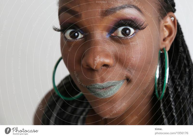 . Mensch Frau schön Erwachsene Leben feminin außergewöhnlich Kreativität Lebensfreude Freundlichkeit Neugier entdecken Vertrauen Überraschung Leidenschaft