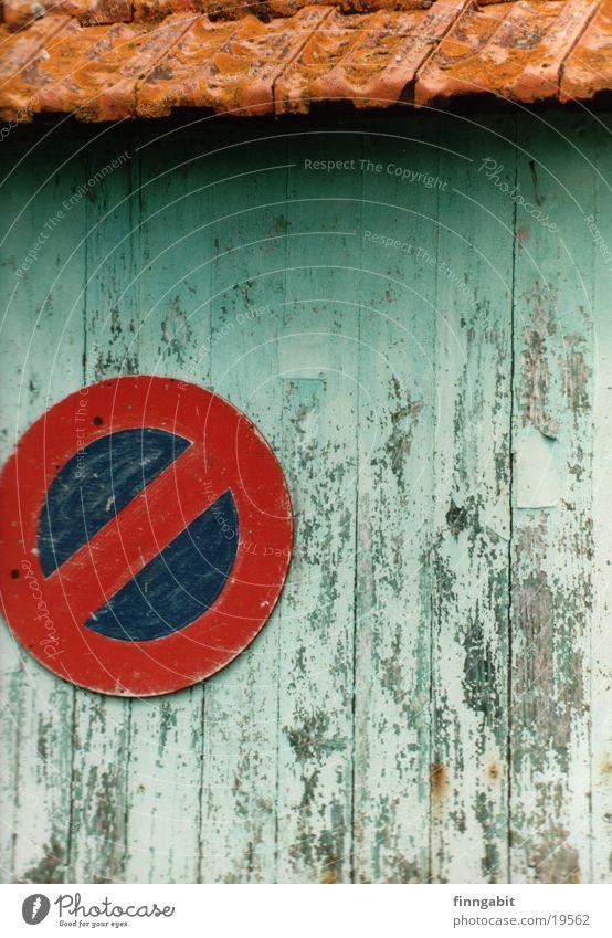 Parken verboten Parkverbot Ruine türkis mediterran obskur Schilder & Markierungen alt altes haus