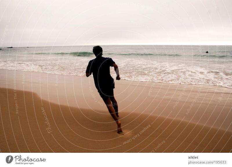 Sport am Strand Fitness Sport-Training Leichtathletik Joggen maskulin Junger Mann Jugendliche 1 Mensch 18-30 Jahre Erwachsene Natur Sand Sommer Wellen Küste
