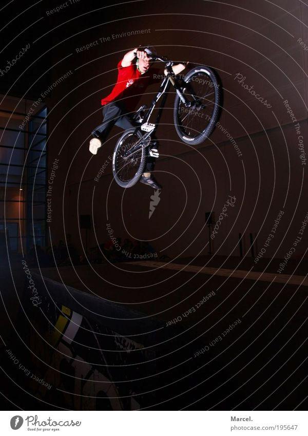 Like a Superman! Mensch Kind Jugendliche Freude Sport springen Bewegung Fahrrad maskulin fliegen verrückt Coolness fahren T-Shirt Fitness