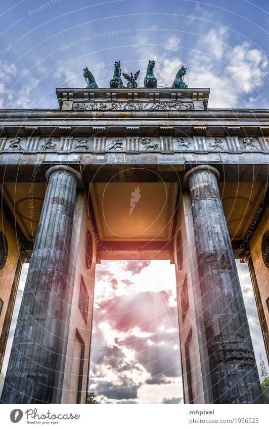 Brandenburger Tor Ferien & Urlaub & Reisen Tourismus Städtereise Kunstwerk Architektur Berlin Deutschland Europa Hauptstadt Stadtzentrum Bauwerk Gebäude