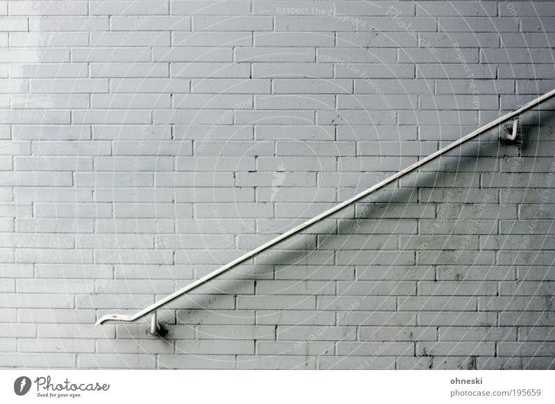 Wandschmuck Haus Bauwerk Gebäude Architektur Mauer Treppe Geländer Treppengeländer Backstein Stein abstützen Farbfoto Gedeckte Farben Außenaufnahme Muster