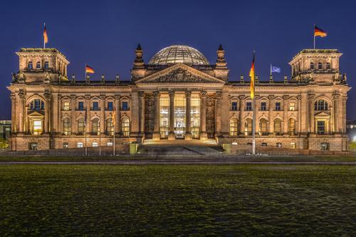 Reichstag Berlin Ferien & Urlaub & Reisen Architektur Deutschland braun Tourismus Ausflug Bauwerk Sehenswürdigkeit Hauptstadt Politik & Staat Nachthimmel Palast