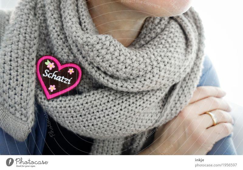Liabling Lifestyle Stil Freizeit & Hobby Oktoberfest Frau Erwachsene Leben 1 Mensch Schal Dekoration & Verzierung Kitsch Krimskrams Zeichen Schriftzeichen