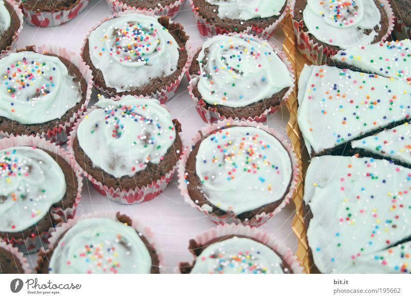 GREIFT ZU!! blau Ernährung Lebensmittel Feste & Feiern Papier süß Geburtstag Kitsch Kuchen Süßwaren trashig lecker Lebensfreude Zucker Textfreiraum Backwaren