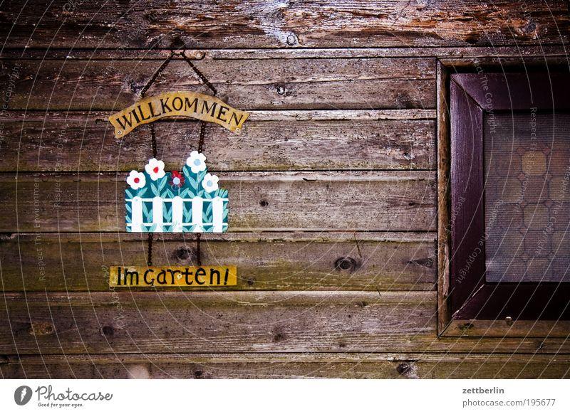 Willkommen in Garten Natur Erholung Wand Fenster Holz Schilder & Markierungen Ausflug Material Scheune Begrüßung Gruß Einladung März Holzwand