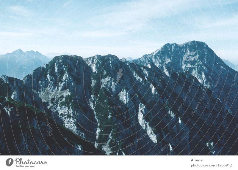 bald da Ferien & Urlaub & Reisen Ausflug Ferne Freiheit Berge u. Gebirge wandern Felsen Gipfel frei gigantisch hoch Spitze sportlich blau Farbfoto Außenaufnahme