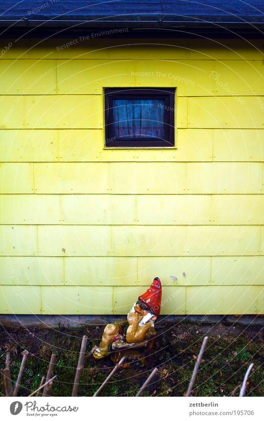 Gartenzwerg Natur ruhig Erholung Wand Fenster Garten Stil Schrebergarten Holzwand März Gartenhaus Ferienhaus Gartenzwerge Grundstück Loggia Haus