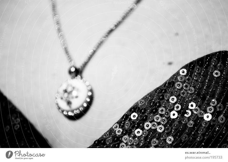 bis du da bist. ausgehen Accessoire Schmuck Schmuckanhänger elegant Schutz Schwarzweißfoto