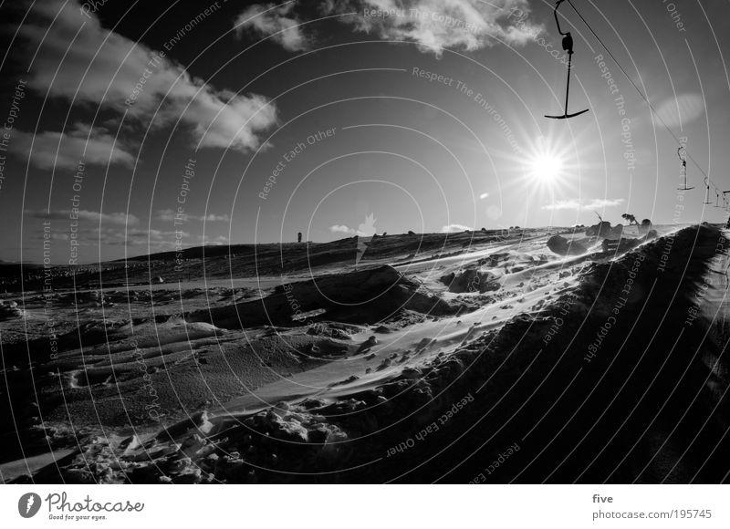 schlepplift I Ferien & Urlaub & Reisen Tourismus Ausflug Winter Schnee Winterurlaub Sport Wintersport Skier Natur Himmel Wolken kalt Lappland Finnland